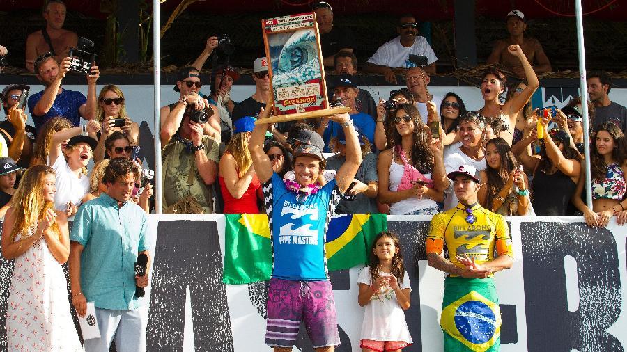 Gabriel Medina ganhou o Mundial em 2014, mas Julian Wilson jogou água no chopp do brasileiro - Kirstin Scholtz/World Surf League via Getty Images