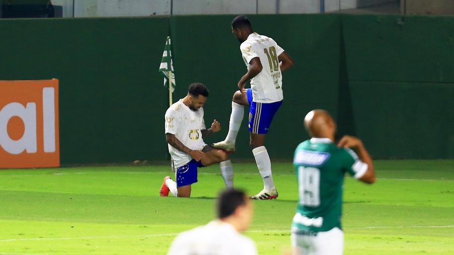 Thiago comemora gol pelo Cruzeiro contra o Goiás na Série B - CARLOS COSTA/FUTURA PRESS/FUTURA PRESS/ESTADÃO CONTEÚDO