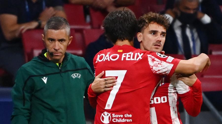 João Félix saiu em defesa de Griezamann na porta do CT do Atlético de Madri - GABRIEL BOUYS / AFP
