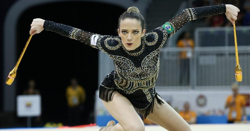 Natalia Gaudio se apresenta na final individual da ginástica rítmica. Brasileiro terminou na oitava colocação