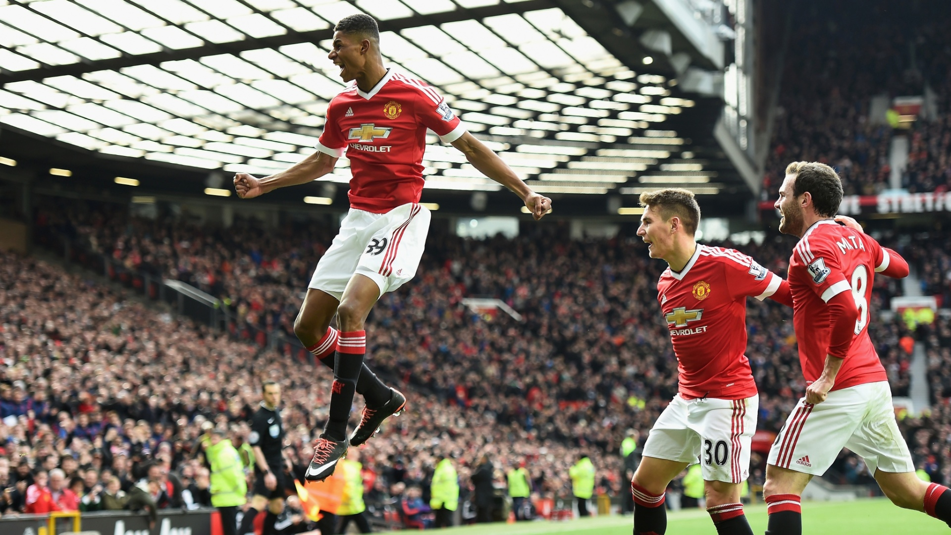 Rashford, do Manchester United, comemora gol contra o Arsenal