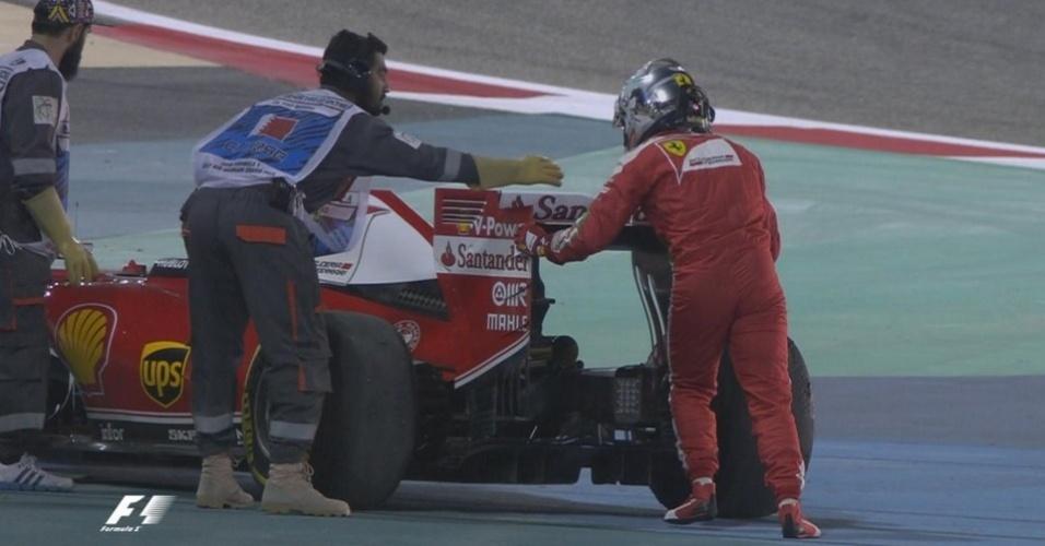 Sebastian Vettel deixa os treinos mais cedo com problemas no motor