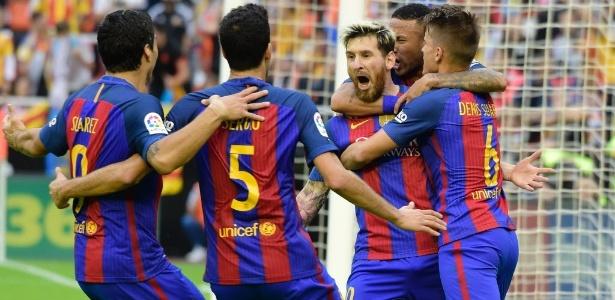 Barcelona bate Valencia com gol de Messi no último lance e assume ... b20d4c3507b5c