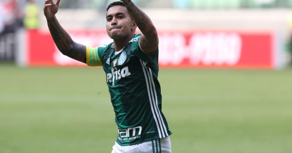 Dudu marca um dos gols do Palmeiras contra o Sport