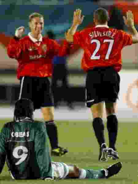 Jogadores do Palmeiras lamentam derrota para o Manchester United na final do Mundial 1999 - Kimimasa Mayama/Reuters