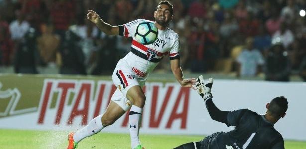Robson pode perder espaço no São Paulo com a chegada de Pratto