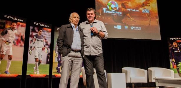 Os ex-goleiros Valdir Joaquim de Moraes e Zetti durante palestra