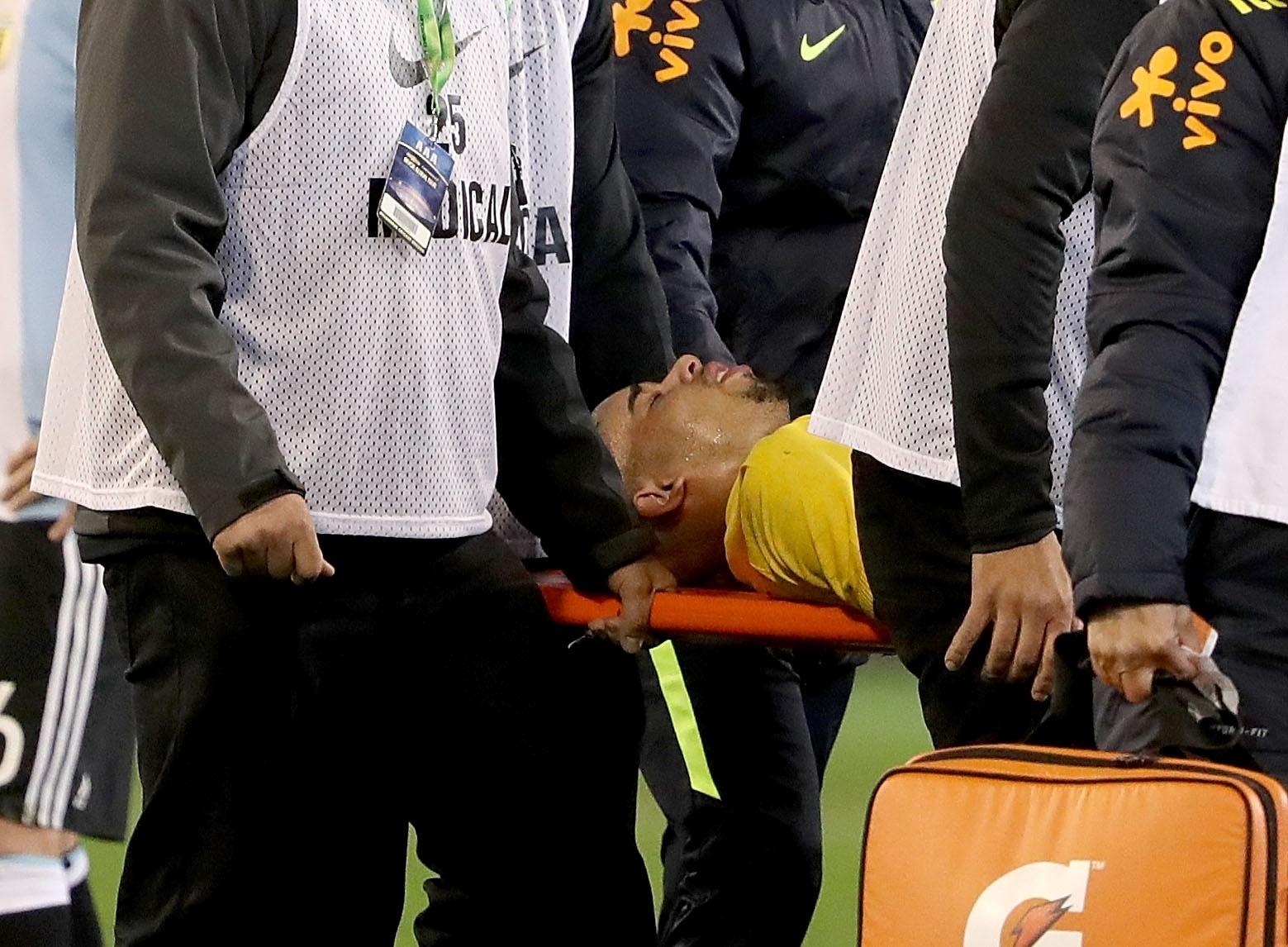 Gabriel Jesus deixa duelo contra a Argentina de maca