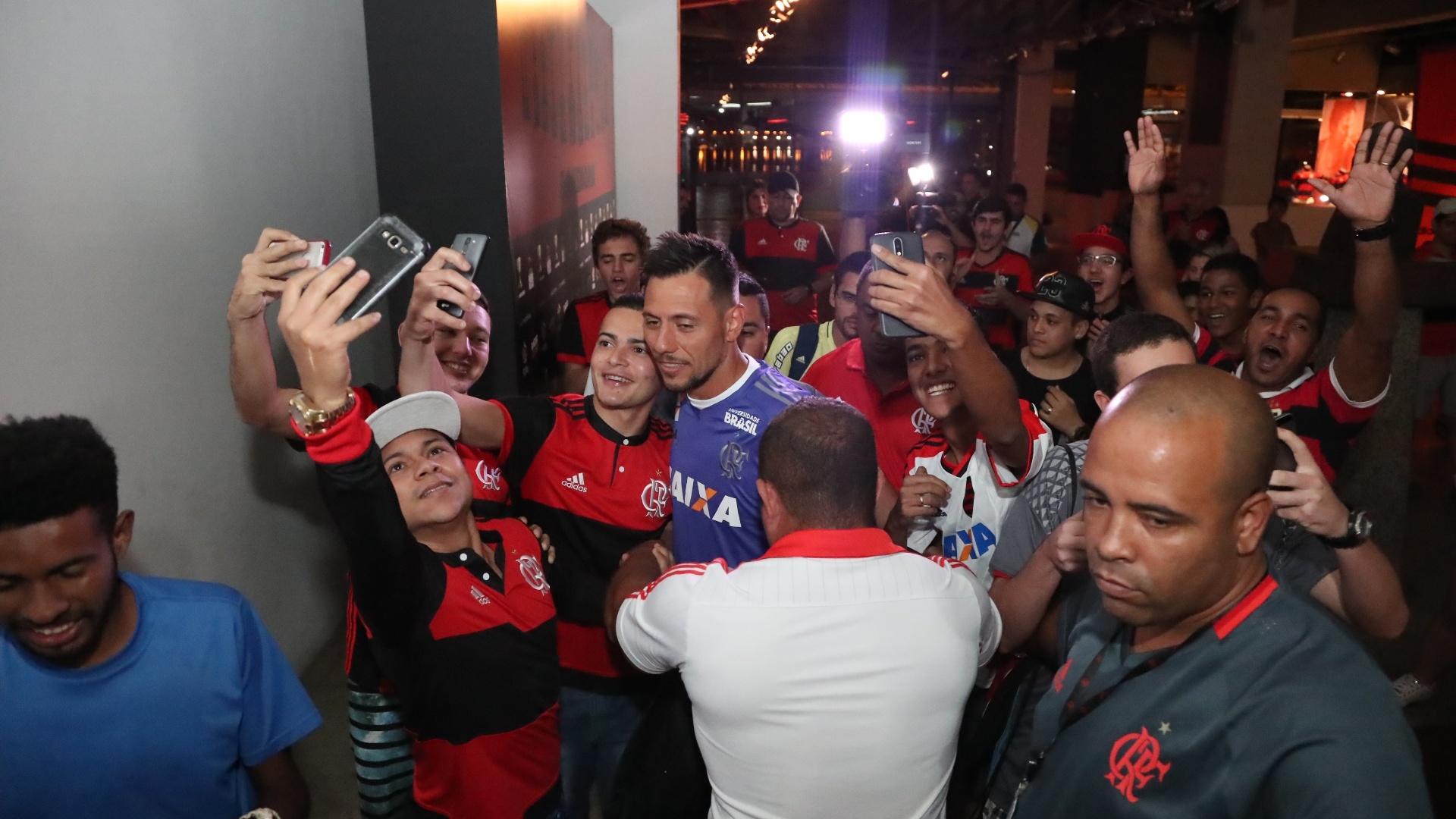 O goleiro Diego Alves caiu nas graças da torcida logo na chegada ao Flamengo