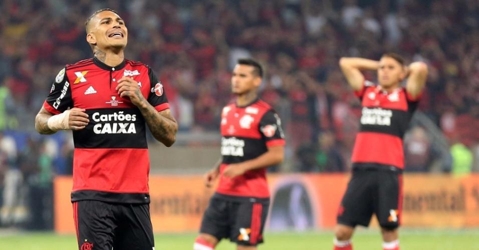 Jogadores do Flamengo lamentam derrota para o Cruzeiro na final da Copa do Brasil