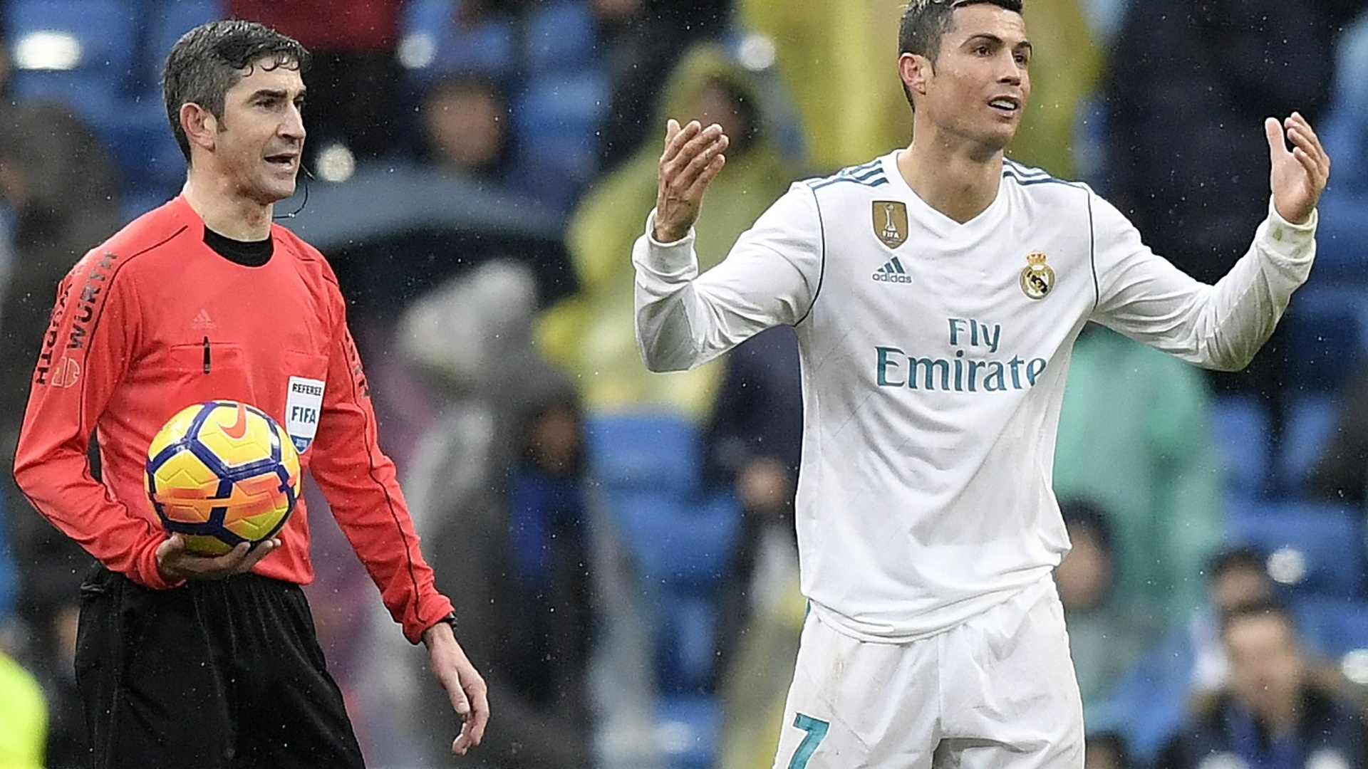 Cristiano Ronaldo reclama com a arbitragem na partida entre Real Madrid e Villarreal