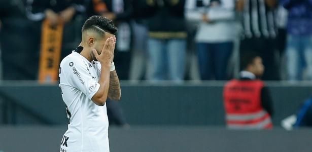 Clayson lamenta chance perdida contra o Atlético-PR, jogo que terminou sem gols - Marcello Zambrana/AGIF