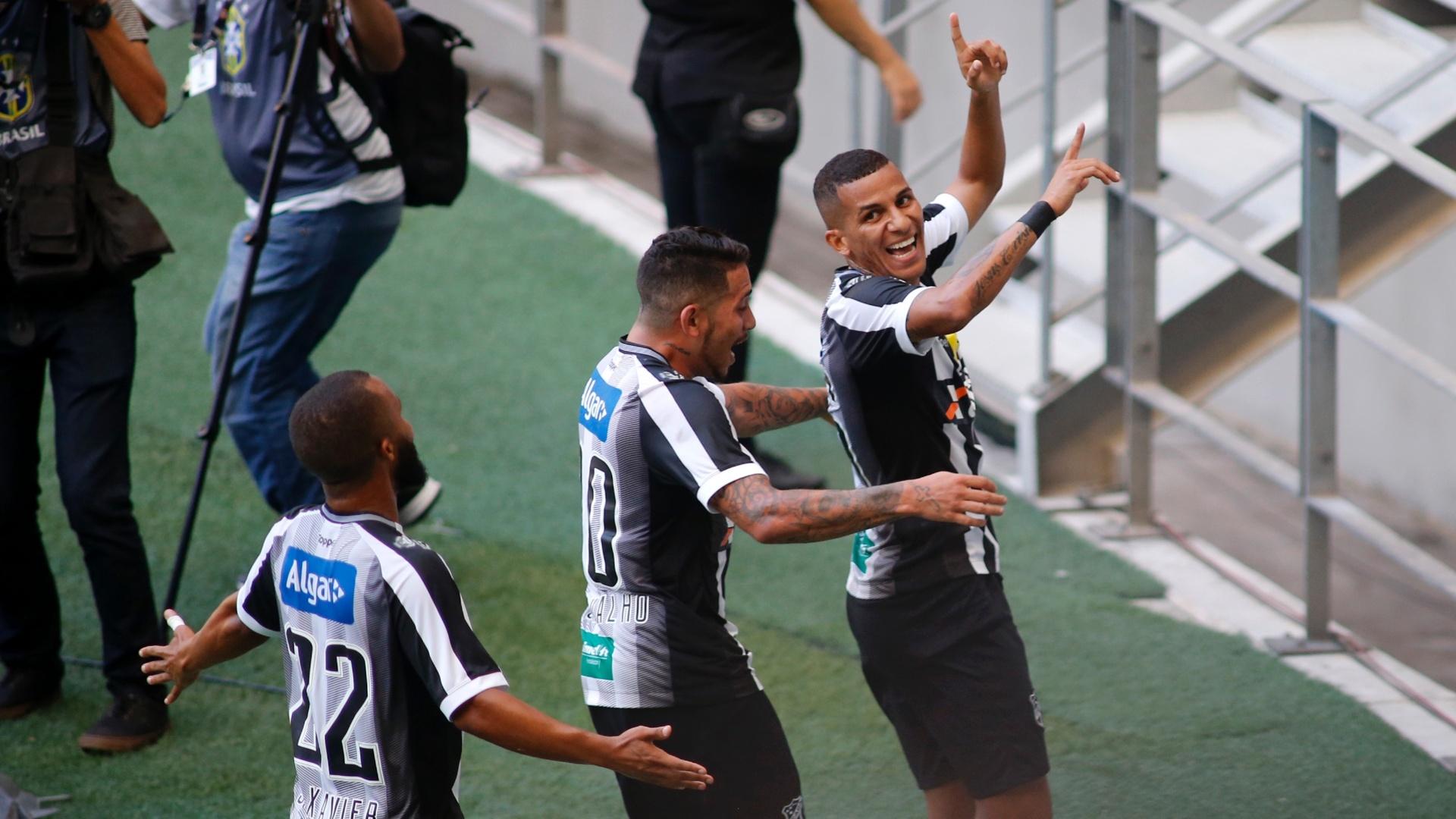 Calyson, do Ceará, comemora gol contra o Vitória