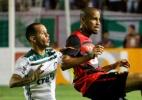 Após derrota, membros de organizada do Sport quebram portaria da Ilha - RAFAEL MELO/FOTOARENA/FOTOARENA/ESTADÃO CONTEÚDO