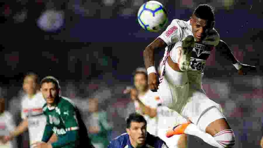 Arboleda, zagueiro do São Paulo, em ação contra o Palmeiras - Alan Morici/AGIF