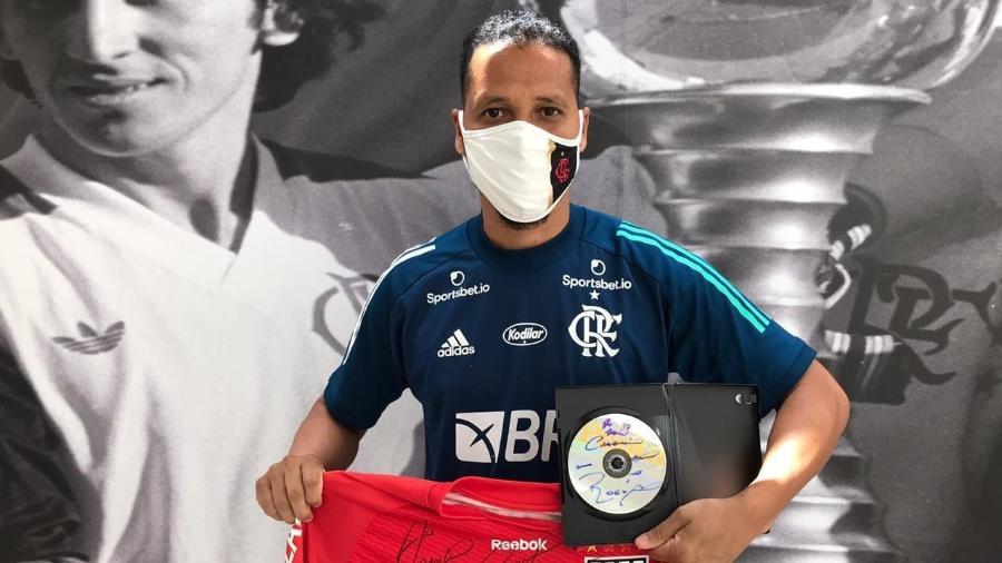 Roupeiro do Flamengo guardou tesouro de Ceni e ganhou autógrafo 12 anos depois