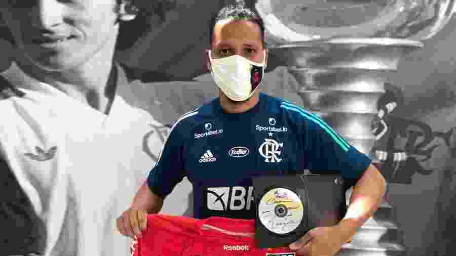 Clebinho, roupeiro do Flamengo, exibe presentes autografados por Rogério Ceni - Acervo pessoal