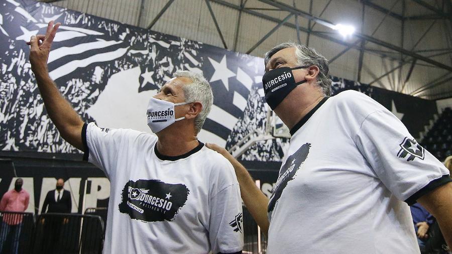 Presidente Durcesio Mello e vice Vinicius Assumpção após eleição presidencial do Botafogo - Vitor Silva/Botafogo