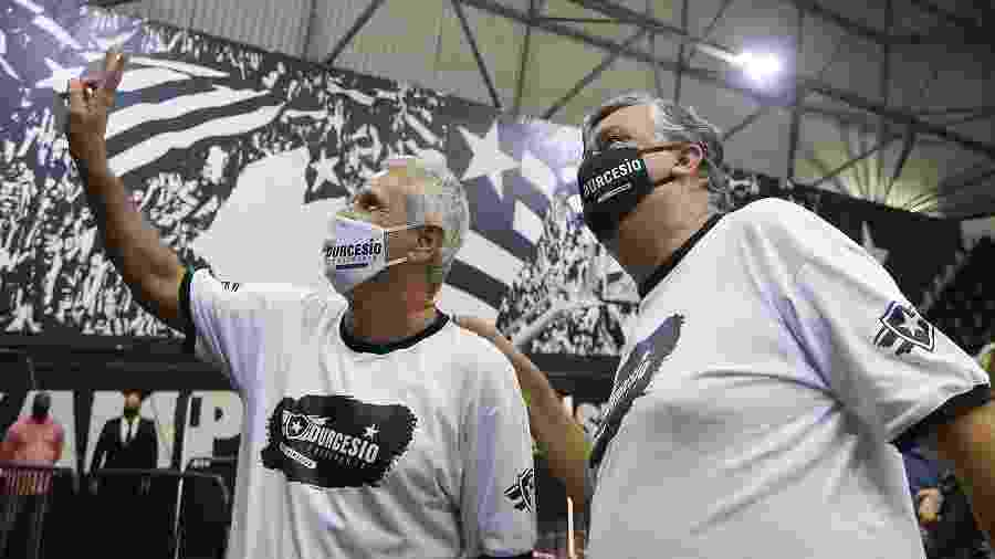 Presidente Durcesio Mello (à dir.) e vice Vinicius Assumpção após eleição presidencial do Botafogo - Vitor Silva/Botafogo