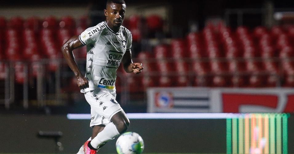 Salomon Kalou atuou pelo Botafogo na derrota por 4 a 0 para o São Paulo no Morumbi