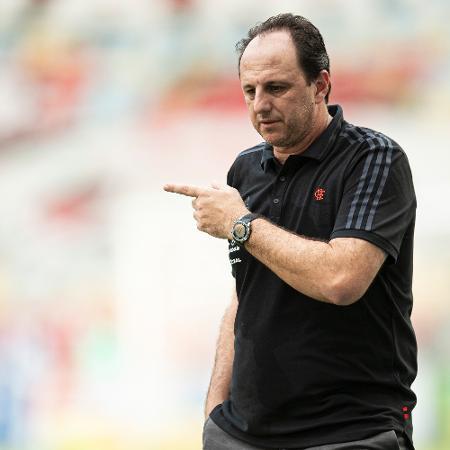 Rogério Ceni orienta Gabriel Barbosa durante derrota diante do Ceará - Jorge Rodrigues/AGIF