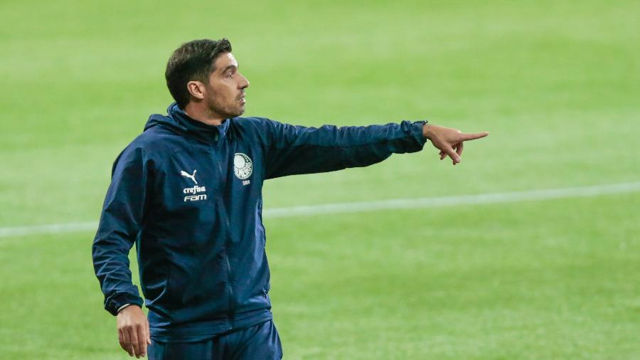 Abel Ferreira comanda o time do Palmeiras na partida contra o Grêmio, pelo Brasileirão  - Marcello Zambrana/AGIF