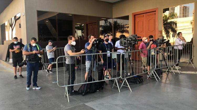 Jornalistas brasileiros, chilenos e uruguaios ficaram de prontidão no hotel do Chile em Cuiabá (MT) - Bruno Braz / UOL Esporte - Bruno Braz / UOL Esporte