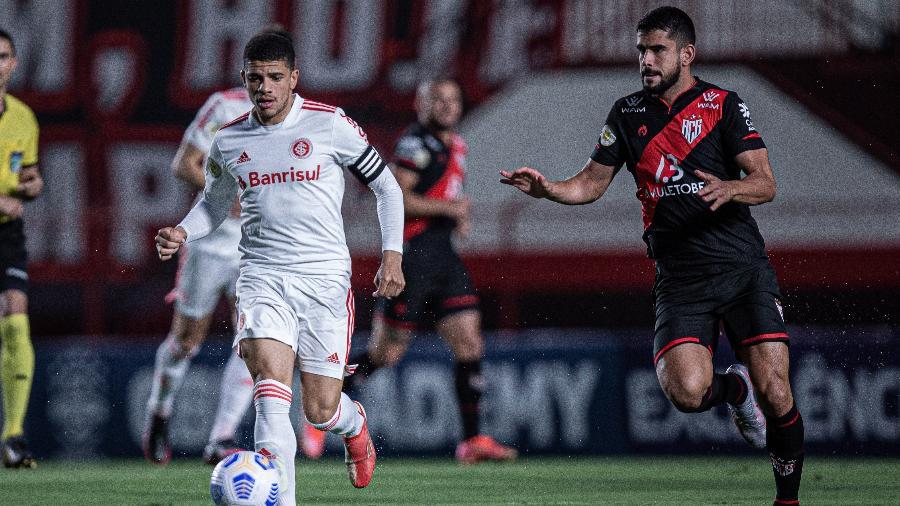 Taison participou do jogo contra o Atlético-GO e se lesionou - Heber Gomes/AGIF