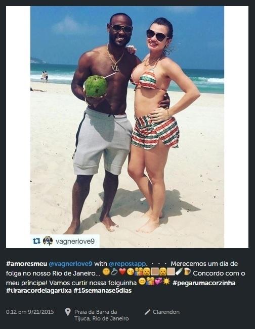 Vagner Love com a mulher, Lucilene Pires, durante recente ida à praia no Rio