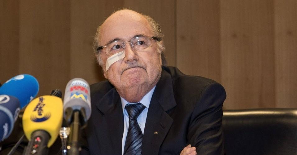 21.dez.2015 - Joseph Blatter concede entrevista coletiva após ser suspenso pela Fifa