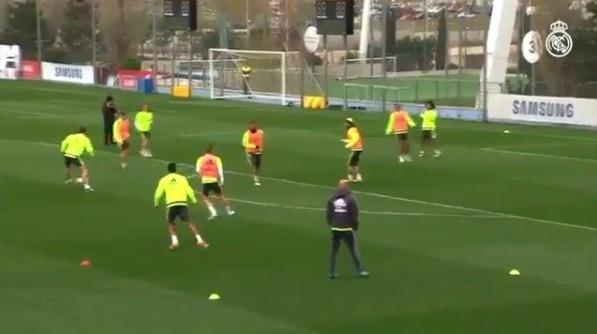 Gareth Bale faz golaço de letra em treinamento do Real Madrid