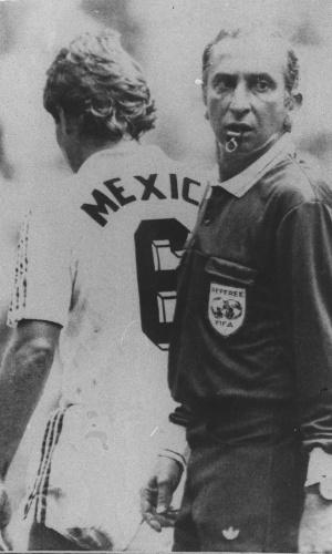 Romualdo Arpi Filho em ação na partida entre México e Bulgária, nas oitavas de final da Copa 1986