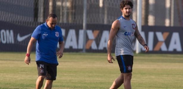 Atleta tricolor até o fim de 2015, Pato não deve reestrear pelo Corinthians contra o rival
