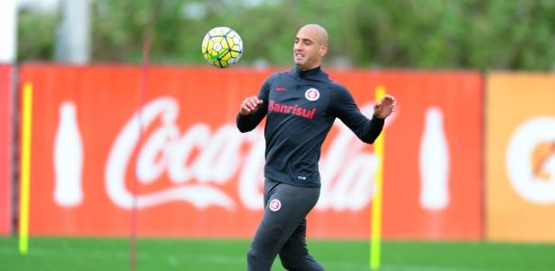 Ariel Nahuelpan, centroavante do Inter, pode deixar o clube nos próximos dias