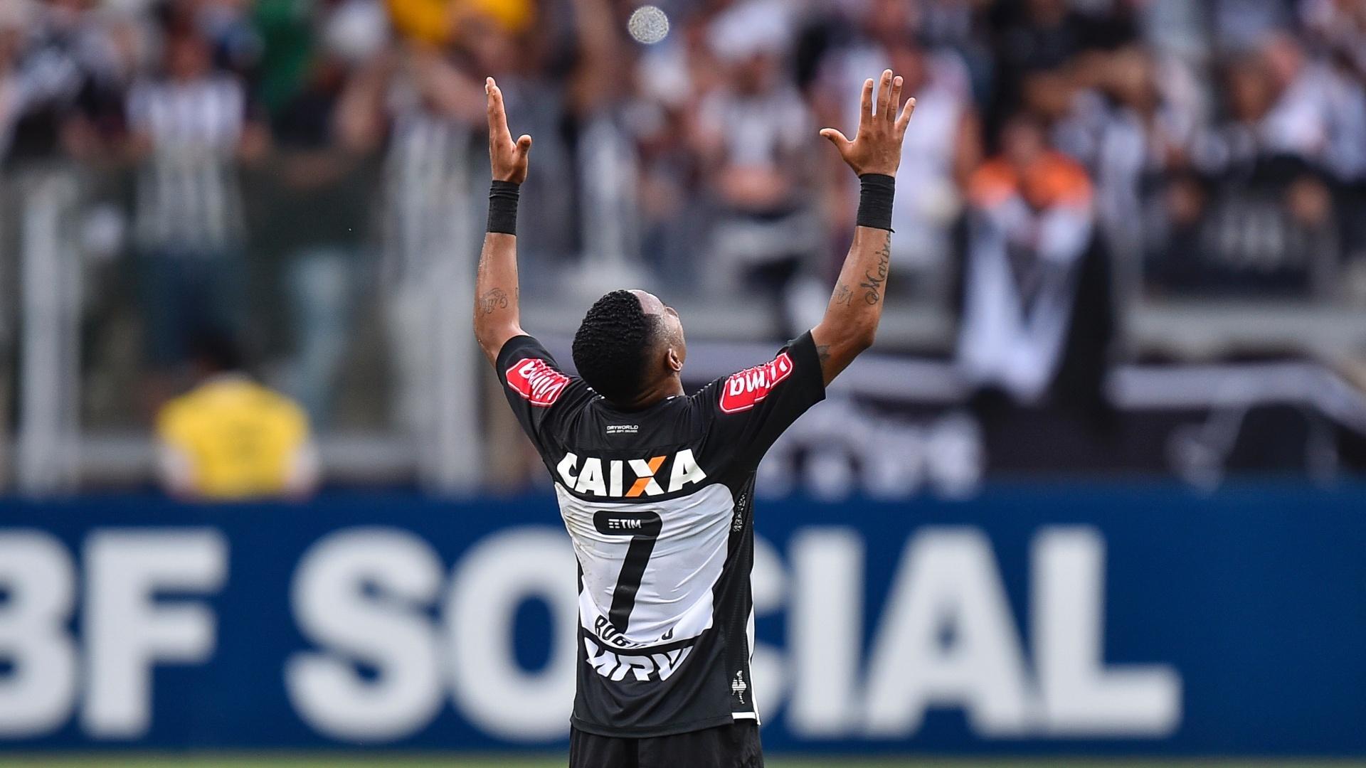Robinho comemora gol do Atlético-MG no empate com o Flamengo