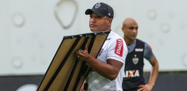 Linhas extras dos gramados facilitam os treinos de Roger Machado no Atlético-MG