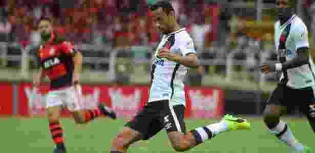 Nenê prepara lançamento durante jogo do Vasco contra o Flamengo, em Volta Redonda - Paulo Fernandes/Vasco.com.br - Paulo Fernandes/Vasco.com.br