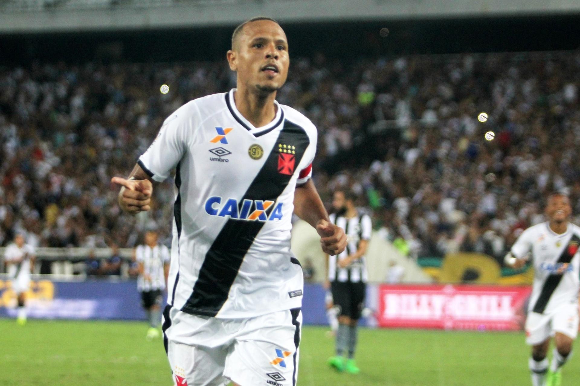 Luis Fabiano recebe do Vasco camisa dos mil gols de Romário e diz