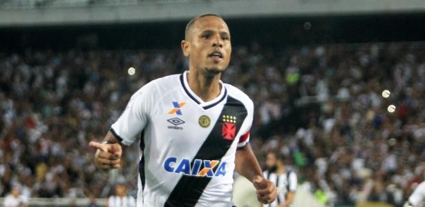 Luís Fabiano em ação pelo Vasco; atacante esteve perto do Inter no início da temporada