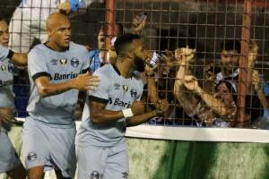 Fernandinho cita desgaste e chances perdidas ao explicar derrota do Grêmio (Foto: MARLON COSTA/FUTURA PRESS/ESTADÃO CONTEÚDO)