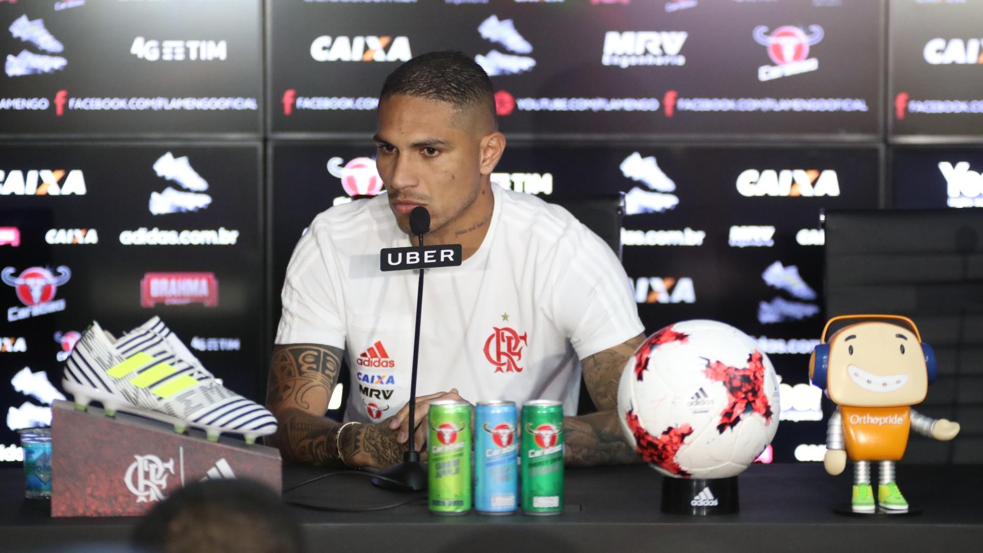 O atacante Paolo Guerrero concedeu entrevista coletiva no CT Ninho do Urubu
