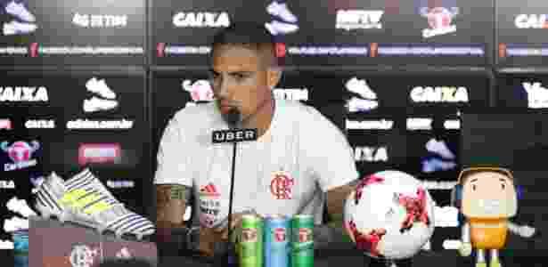O atacante Paolo Guerrero concedeu entrevista coletiva no CT Ninho do Urubu - Gilvan de Souza/ Flamengo