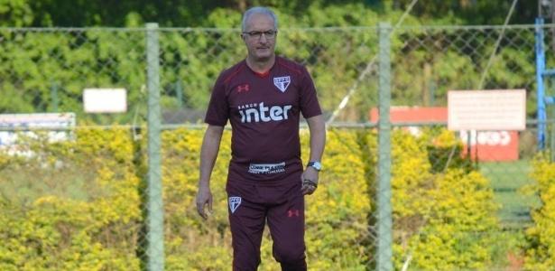 Dorival Júnior, técnico do São Paulo, em ação durante treino do time