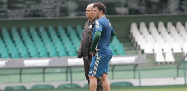 """Oliveira conversa com Kléber no treino anterior ao jogo contra o Cruzeiro: apelo aos """"cascudos"""" - Comunicação CFC"""