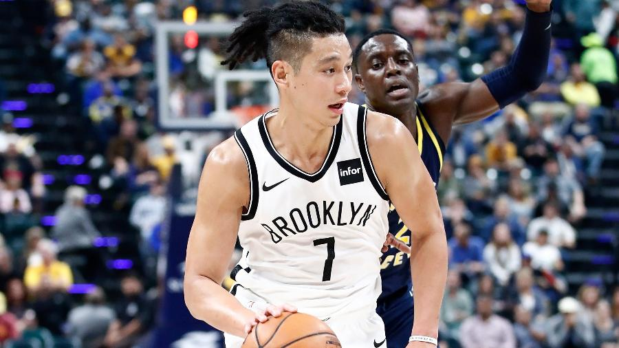 Jeremy Lin em ação pelo Brooklyn Nets durante jogo contra o Indiana Pacers - Andy Lyons/Getty Images/AFP