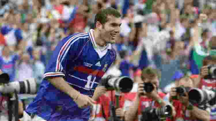 Zidane brilhou contra o Brasil em 1998, na final da Copa do Mundo, e inspirou muitas meninas - Gabriel Bouys/AFP