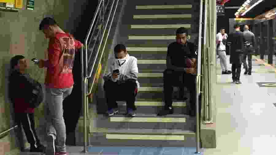 Gás de pimenta foi usado em confusão no metrô após empate entre São Paulo e Talleres - Renata Mendonça/UOL