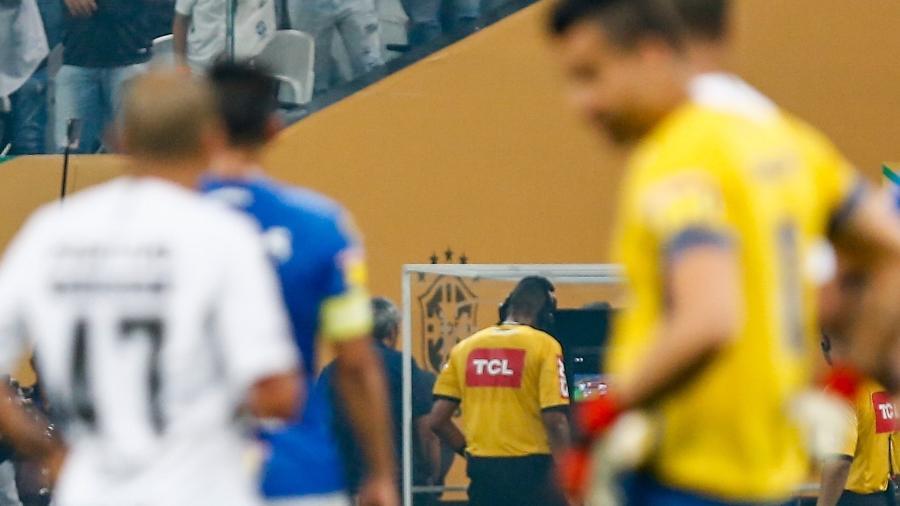 VAR do Brasileiro custará R$ 19 mi e tem empresa da Copa; times pagam parte