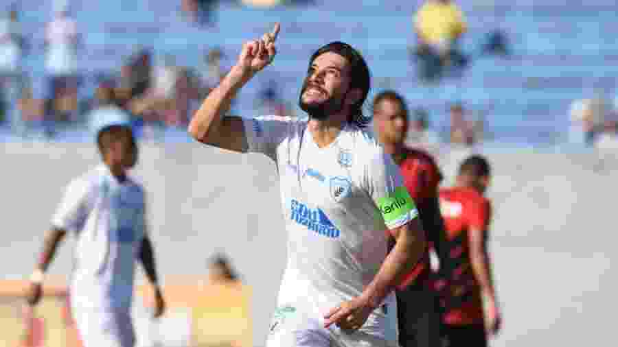 Germano comemora gol do Londrina contra o Athletico pelo Campeonato Paranaense - Gustavo Oliveira / Assessoria LEC
