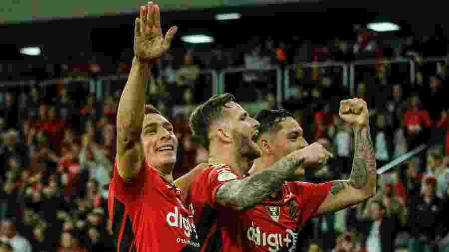 Marco Ruben comemora gol do Athletico contra o Fortaleza - Gabriel Machado/AGIF